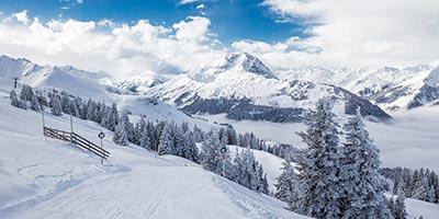 Kitzbühel ist eines der bedeutendsten Wintersportorte Österreichs. Tagen Sie in Kitzbühel.